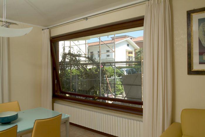 Preventivo finestra in legno bilico orizzontale bologna - Finestra a bilico ...