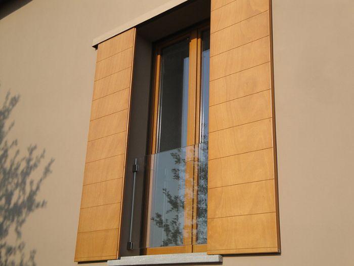 Parapetto in vetro con morsetti inox per portefinestre con - Parapetto finestra ...