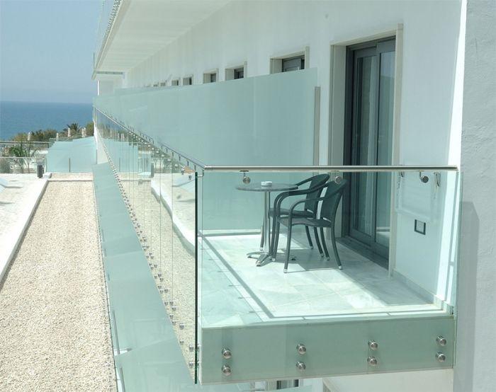 Popolare parapetto-in-vetro-con-borchie-inox-bologna PS46