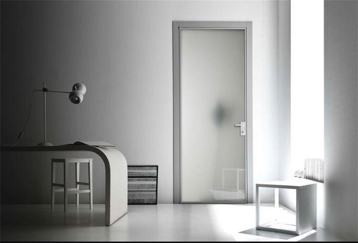 porta-interna-in-metallo-e-vetro-apertura-a-battente-bologna