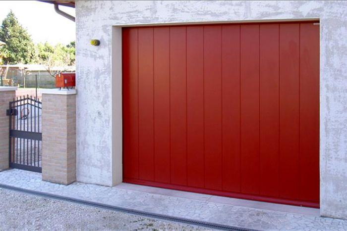Porta basculante moderna per garage bologna - Prezzo porta basculante garage ...