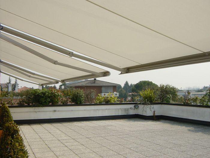 Preventivo tenda da sole a bracci cassonata linea snella for Tende da sole impermeabili
