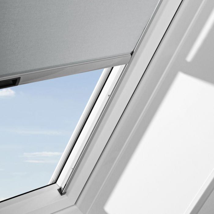 Tenda interna liscia filtrante per finestre da tetto su for Finestre per tetto