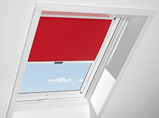 Tenda interna oscurante per finestre da tetto su misura for Tenda finestra tetto