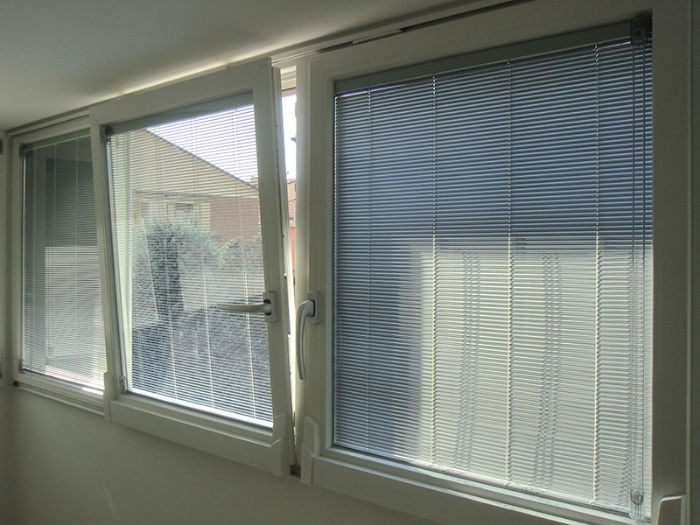 Veneziane finestre best download finestre veneziane su una costruzione fotografia stock - Veneziane per finestre ...