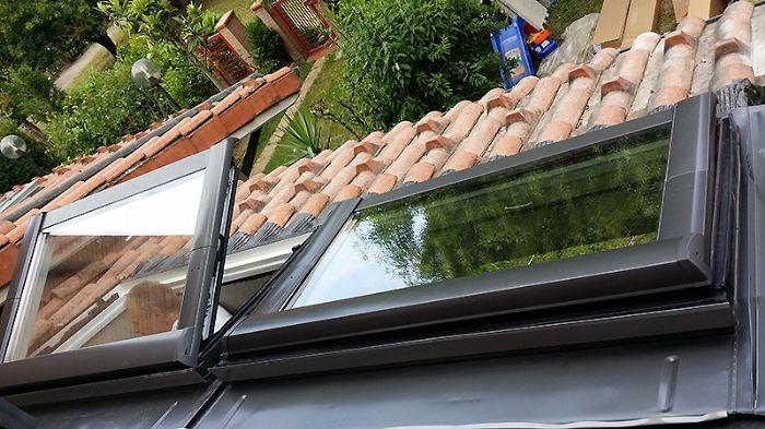 Finestra da tetto con apertura a compasso bologna for Finestra da tetto